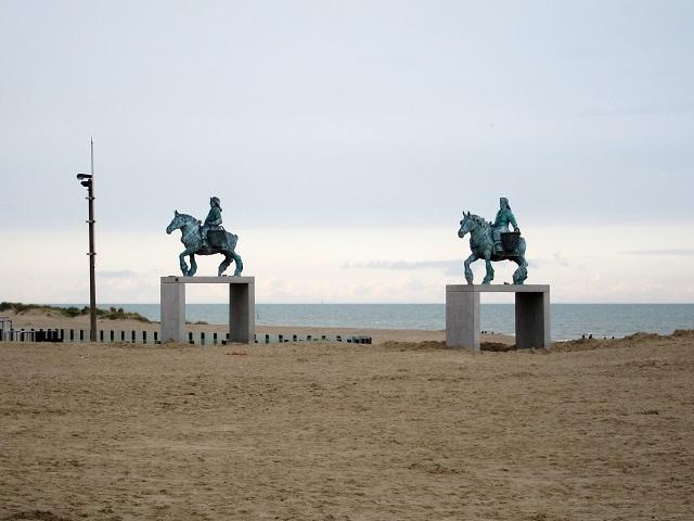 Oostduinkerke_plage_chevaux
